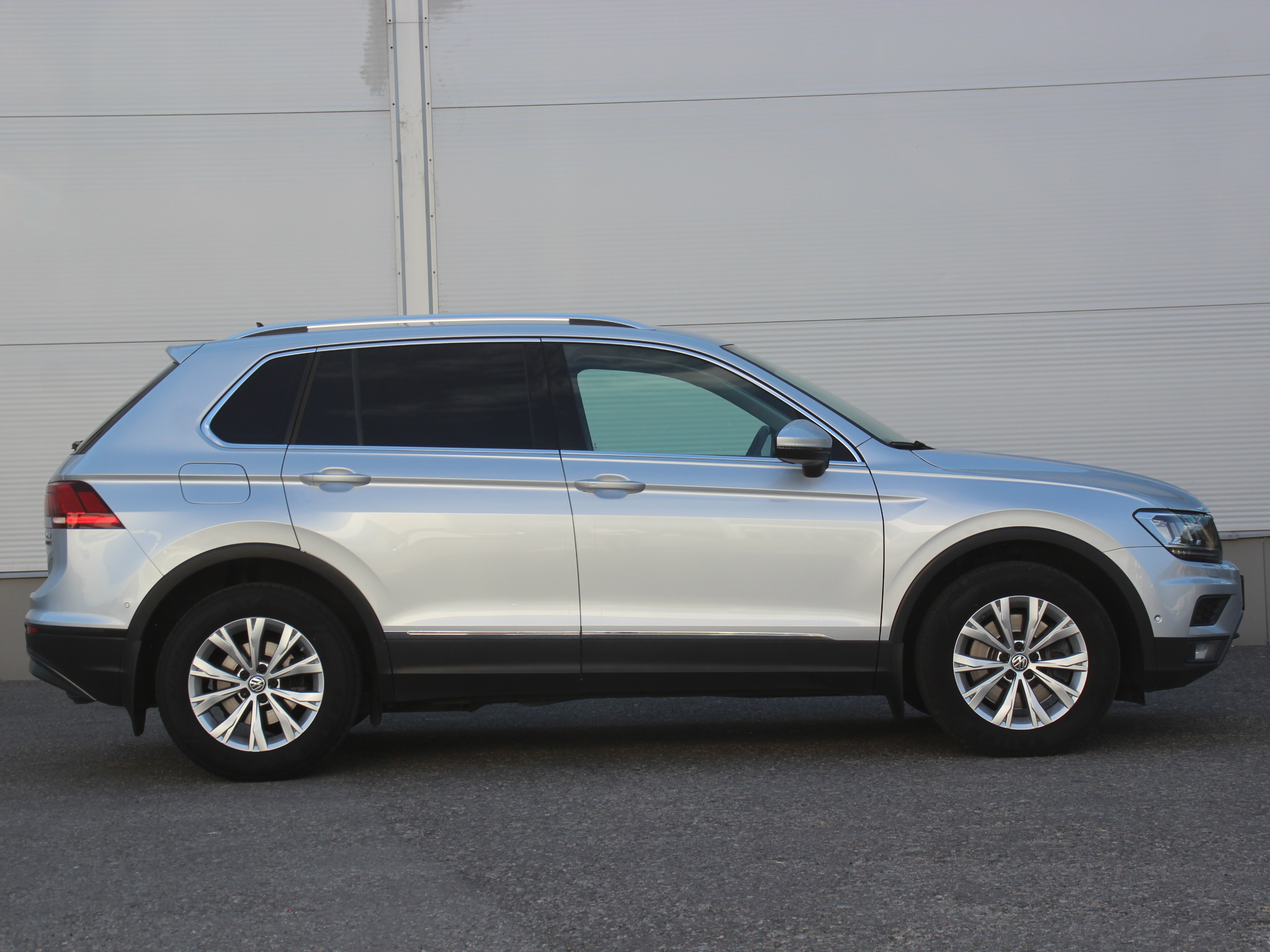 Volkswagen Tiguan Внедорожник (2018г.)