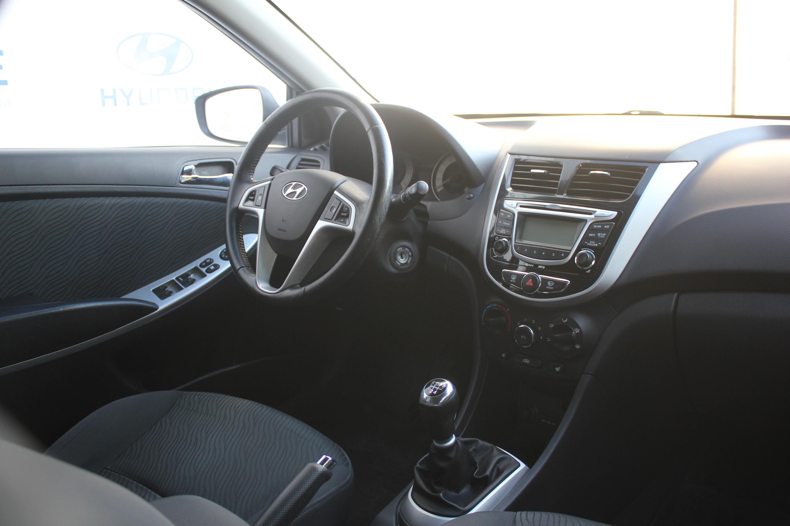 Hyundai Solaris Седан (2011г.)