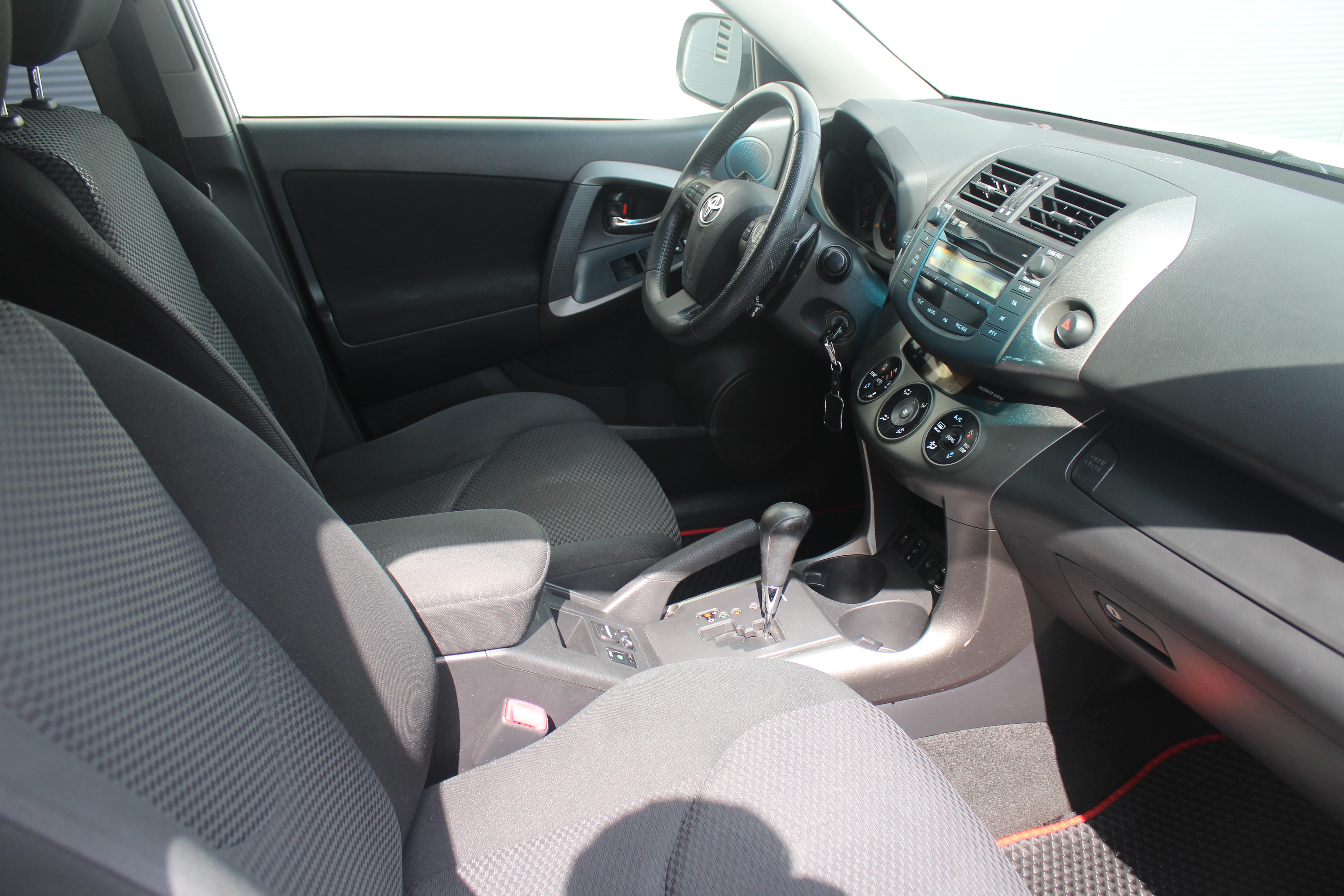 Toyota RAV4 Внедорожник (2011г.)