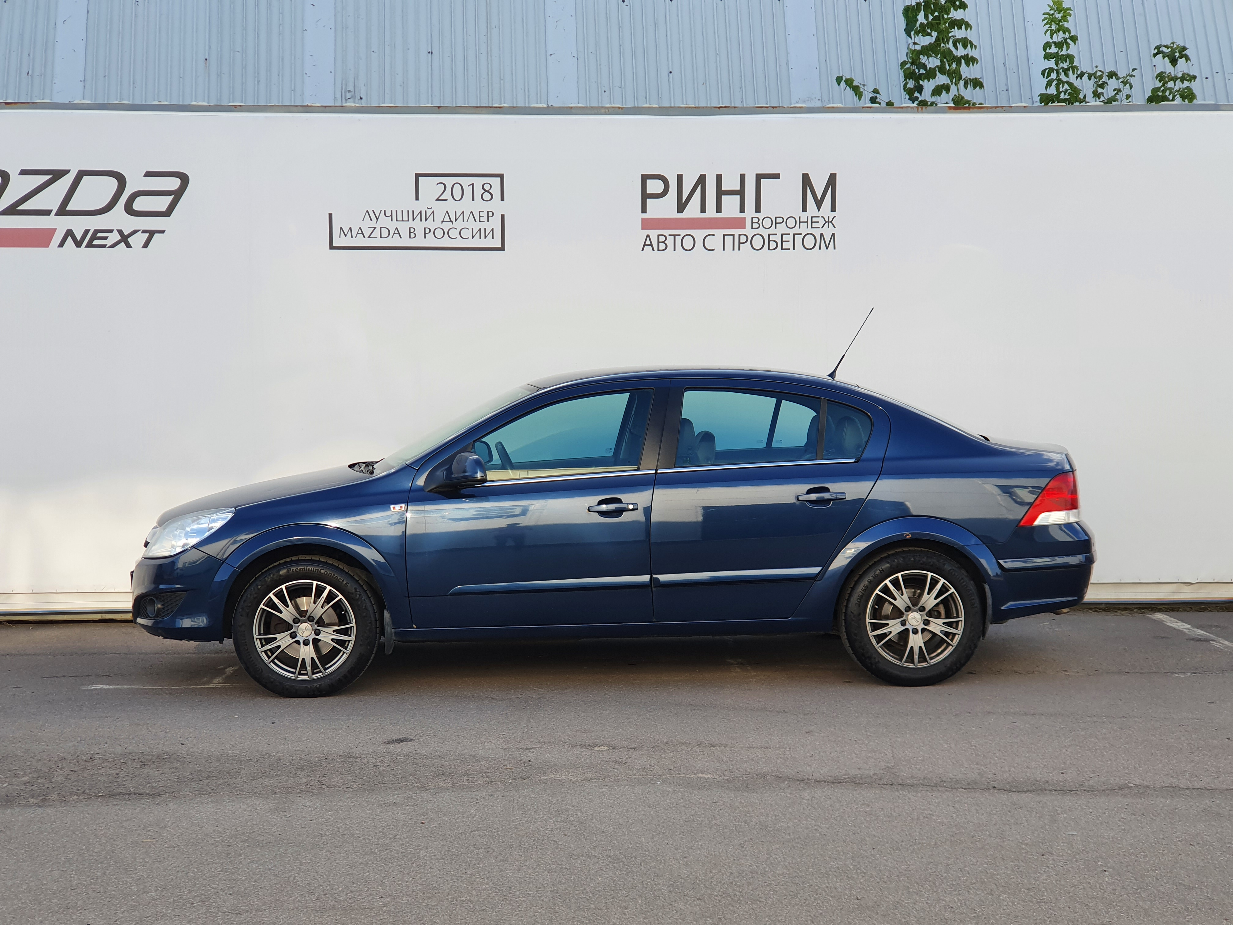 Opel Astra Седан (2011г.)